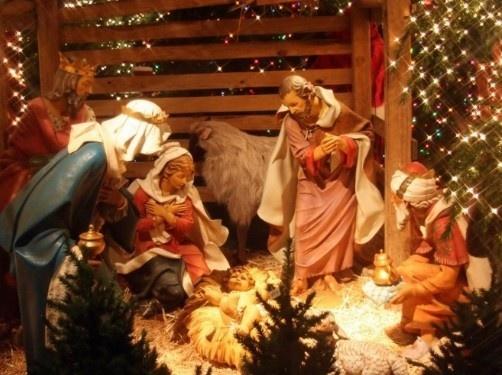 Нехай Ісус Христос рожденний,<br />Що приходить в світ,<br />Дасть вам вік прожити.<br />Многих вам і благих літ!<br />Щоб Ісус маленький,<br />Що родився нині,<br />Приніс щастя й радість<br />Всій вашій родині.<br />Хай вашу хату зло обминає.<br />Живіть в мирі й злагоді –<br />Христос ся Рождає!