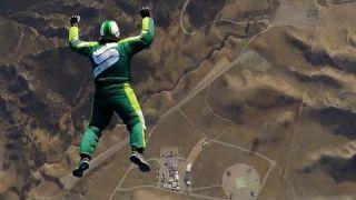 Стрибок без парашута Люк Айкінса з 7620 метрів