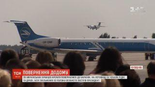 Україна звільнила з російського полону захоплених українських моряків та низку політв'язнів